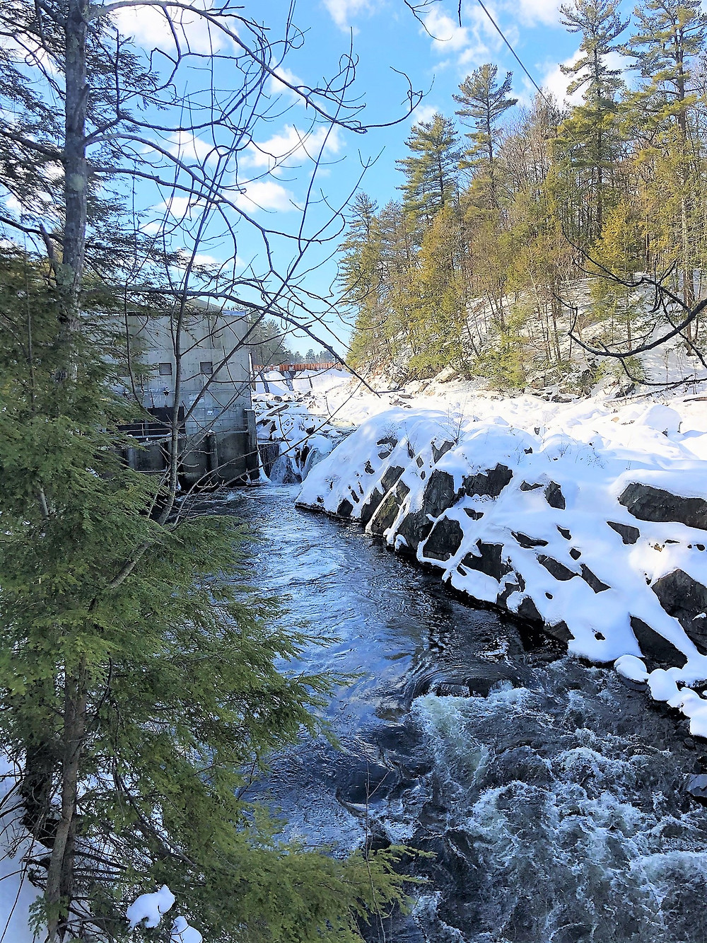 Hydroelectric facility on Nashua River at Mine Falls