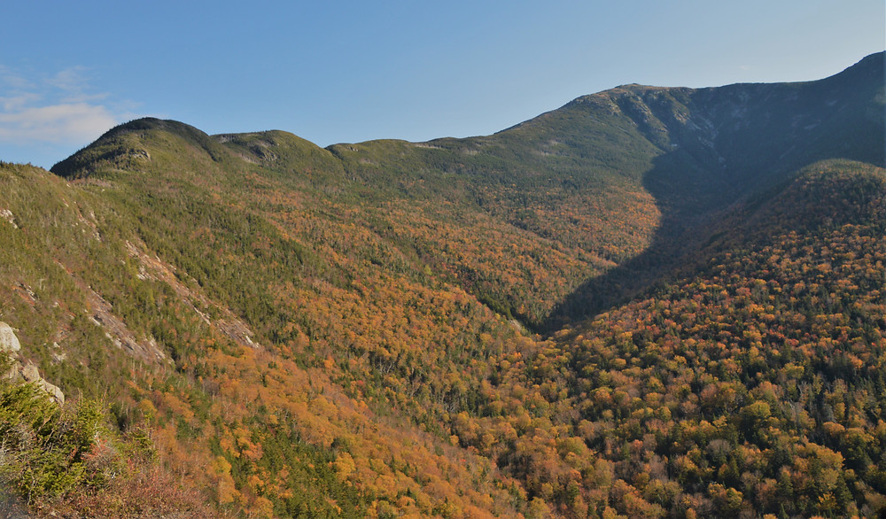 Walker Ravine and Agony Ridge on trail to Mt Lafayette