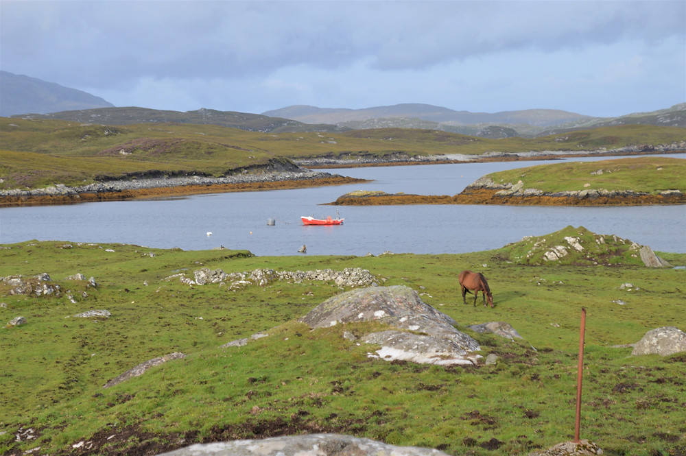 Following the shoreline of Loch Barabhat on Great Bernera Loop hike on the NW coast of Isle of Lewis, Outer Hebrides