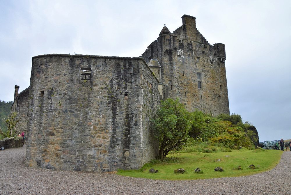 By 1297, the Eilean Donan Castle in Skye became a stronghold of the Clan Mackenzie
