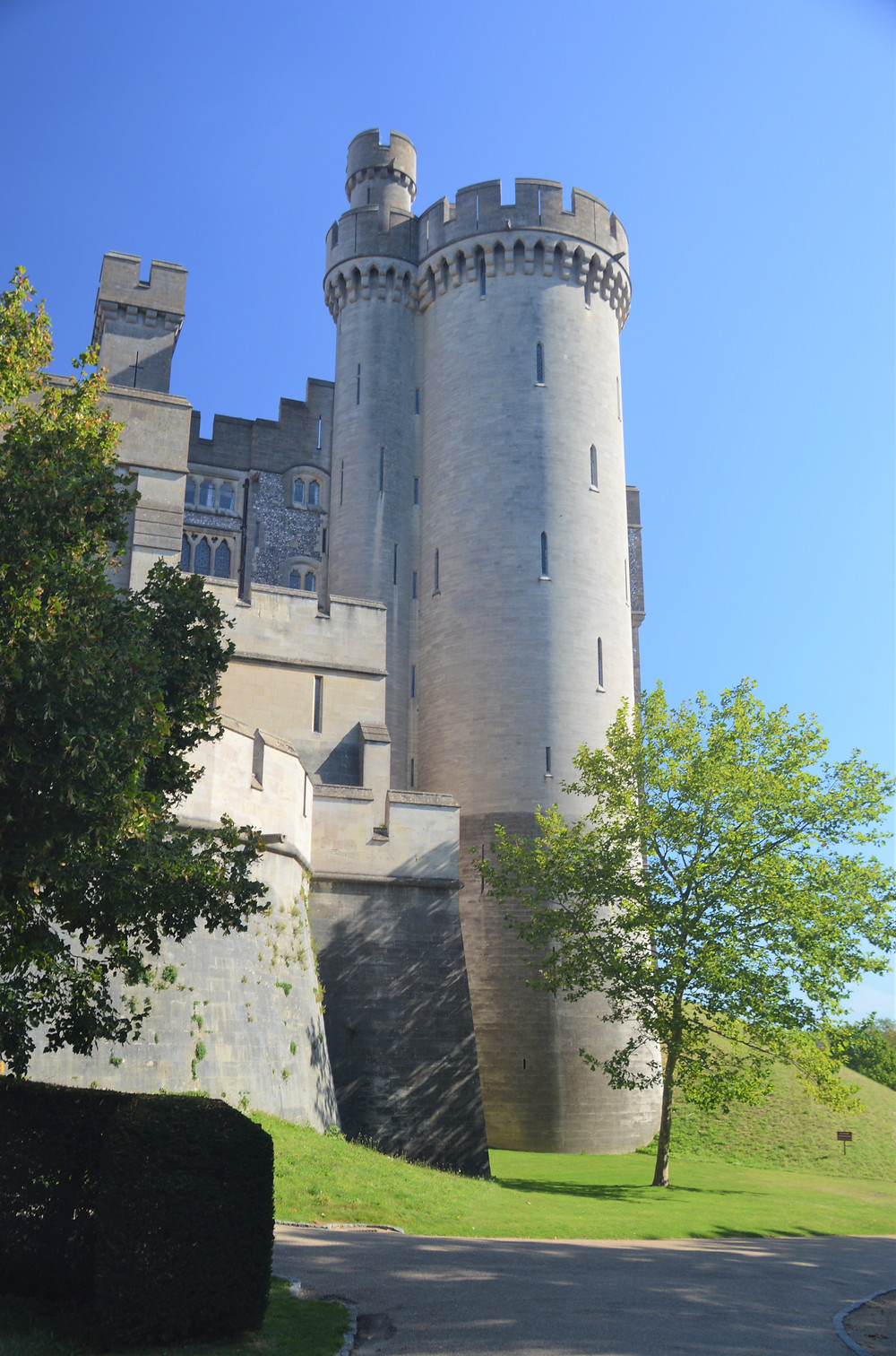 Imposing Arundel Castle towers and walls. The castle has ties to the Howard Family and Tudor politics