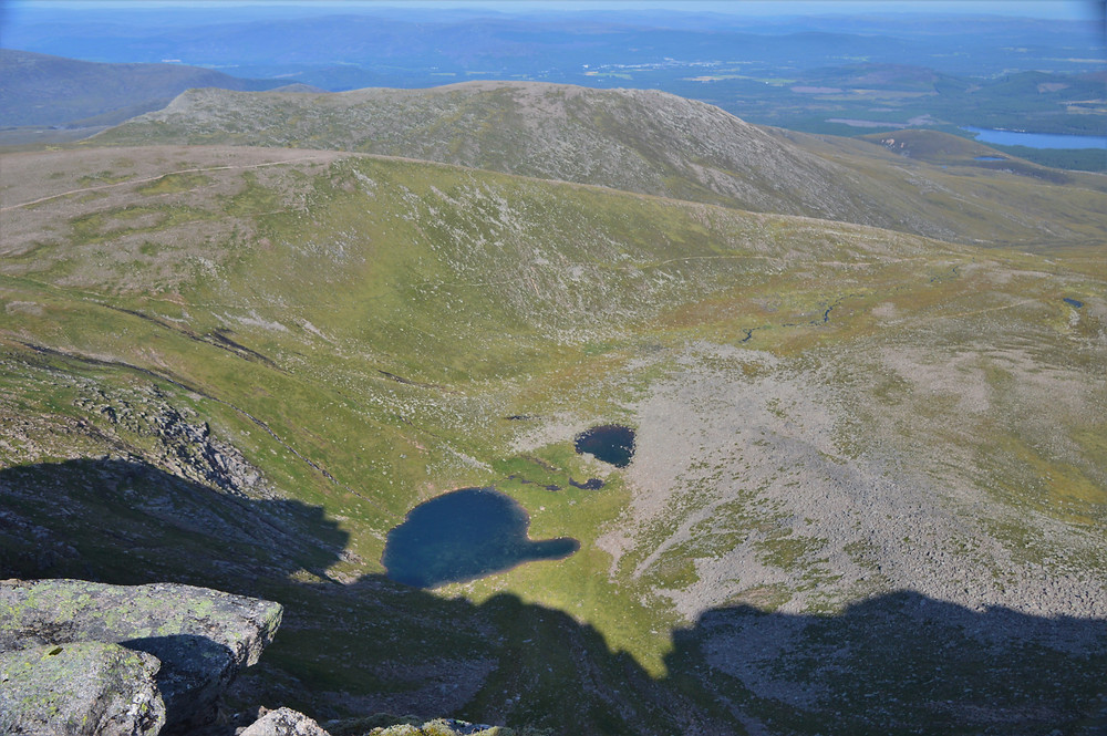 Peering down into the corrie basin, we could see the highest lochan (small lake) in Scotland. Cairn Gorm hike via the Northern Corries
