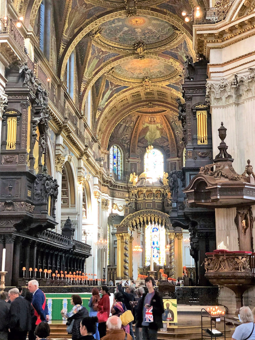 The quire looking toward the high alter of St Paul's Cathedral in London.