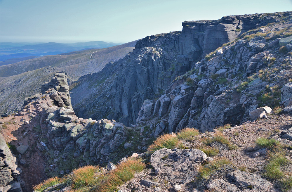 Coire an Lochain has cliff buttresses that project far from the ridge line and create deeply indented gullies.