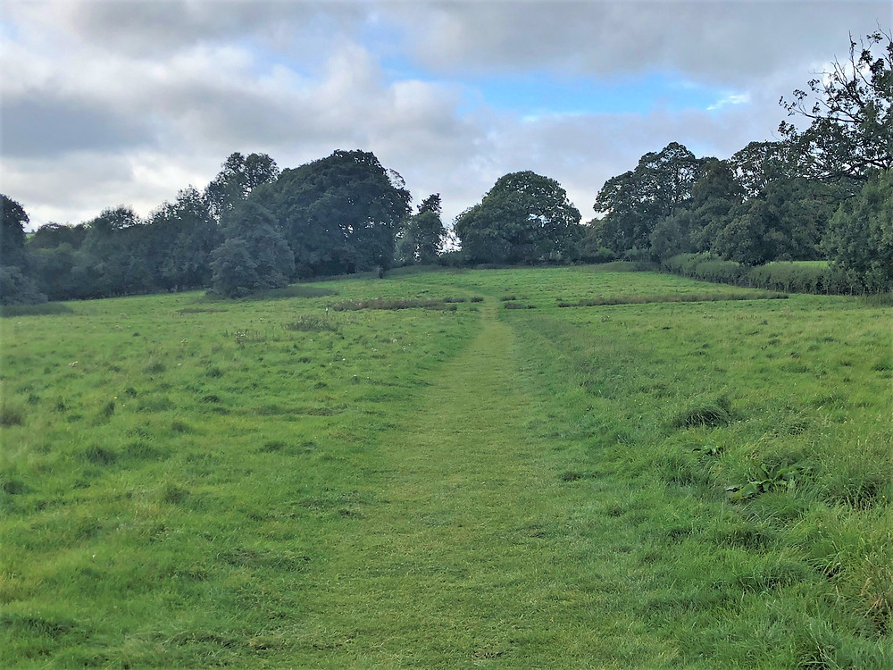 Walking the path from Upper to Lower Slaughter of the Cotswolds