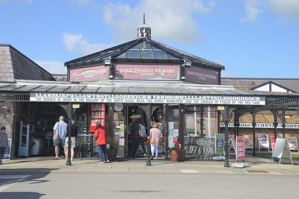 LLanfairpwllgwyngyllgogerycuwyrndrobwllllantysiliogogogoch gift shop the longest palce name in Europe