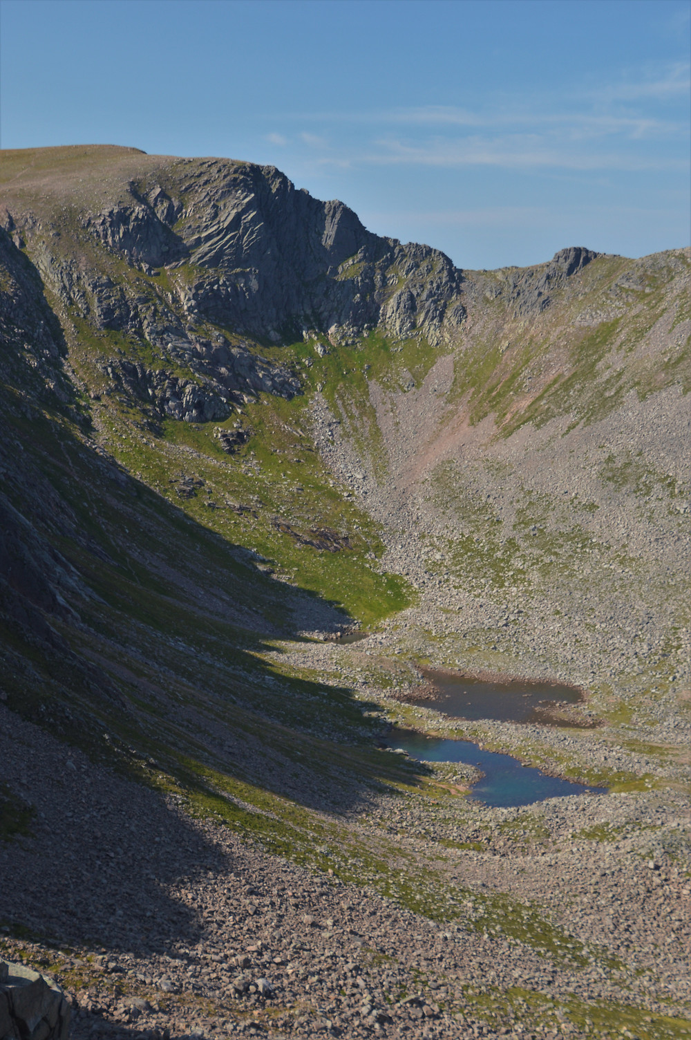 A close-up of the Coire an t-Sneachdsa headwall and lochans on the Cairn Gorm hike via the Northern Corries