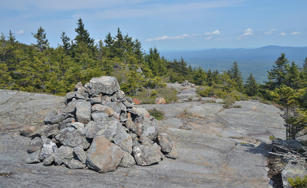 Cairns on Pumpelly Trail leading to Mount Monadnock summit