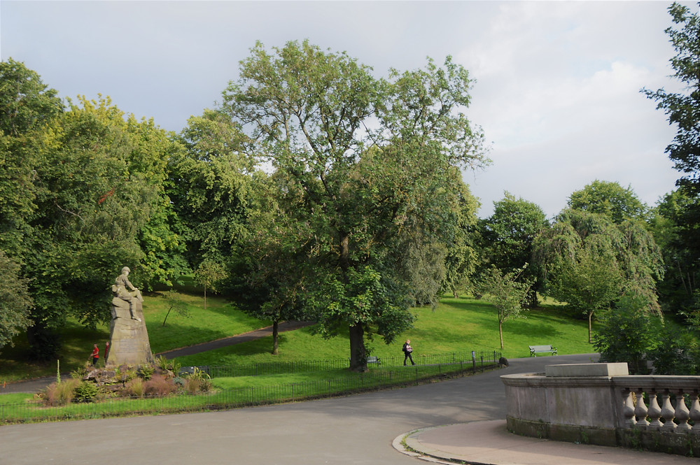 Glasgow Kelvingrove Park path surrounded by trees and grass