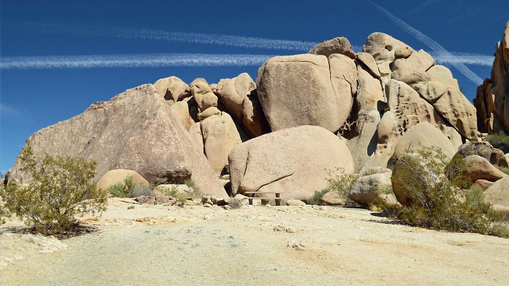 hiking unusual rock formations joshua tree national park