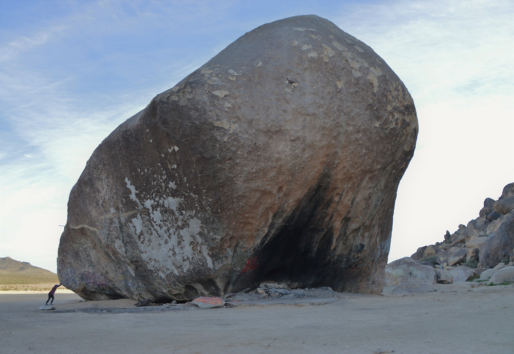 Giant Rock in Landers California. Largest free standing rock covers 5800 square feet and is 7 stories high