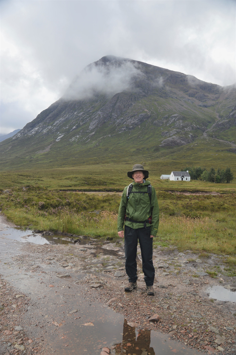 Lagangarbh Hut at the base of the pyramid shaped Buachaille Etive Mòr  in Scottish Highlands