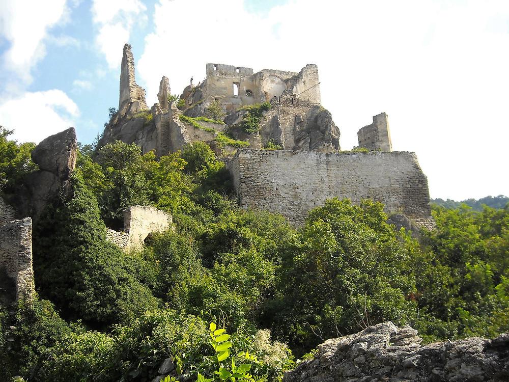 12th century castle along the Danube River in Austria where Richard the Lionheart was imprisoned