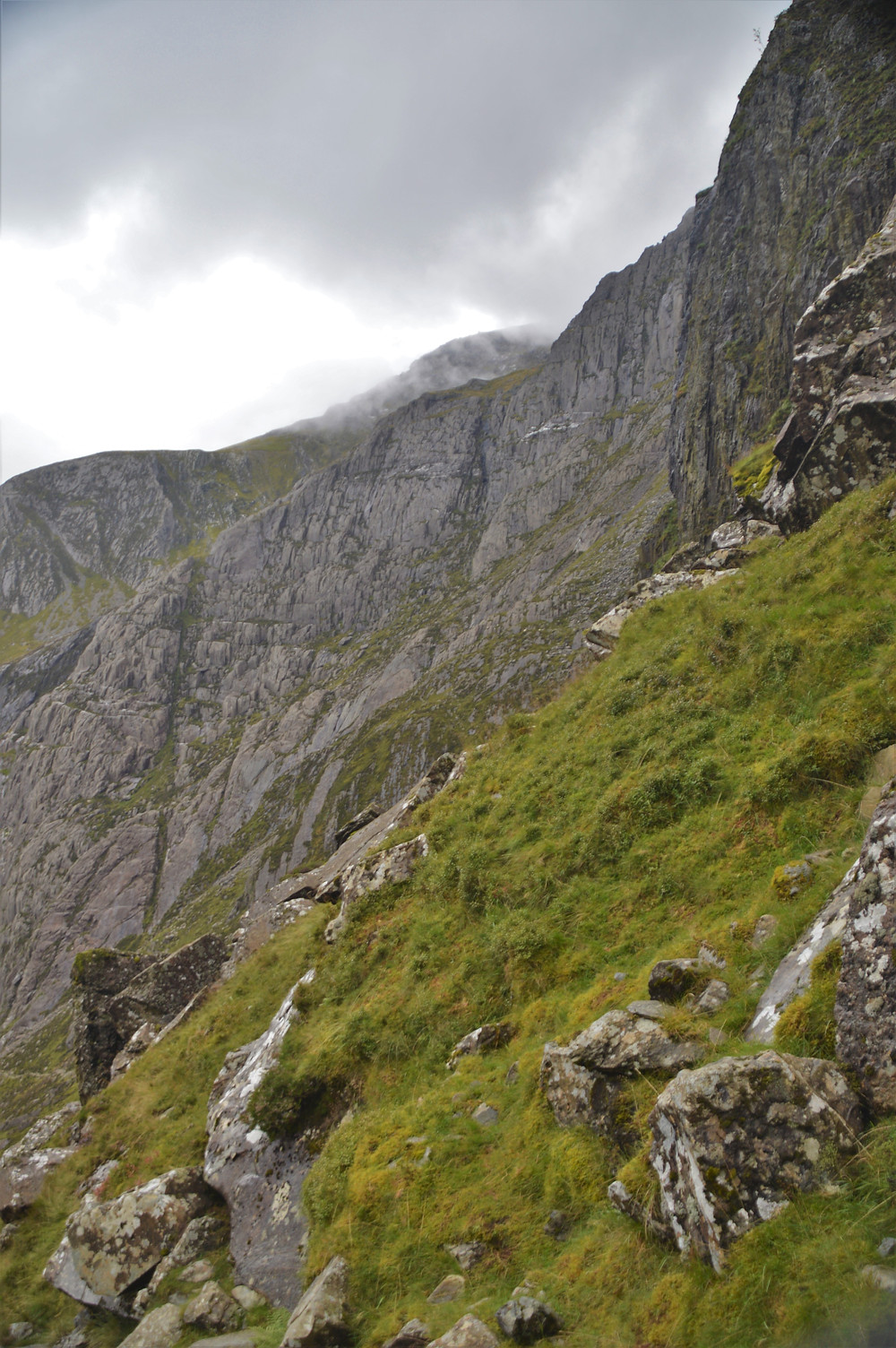 The trail leading to Devil's Kitchen became steeper with views of Cliff of the Goat (Clogwyn y Geifr).