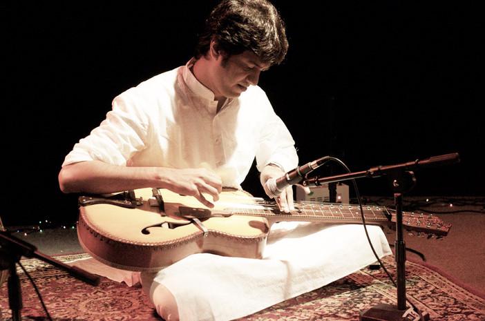 Manish Pingle – Indian Style Slide Guitar