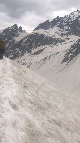 Mesmerising video taken while descending the Hampta Pass! ✨