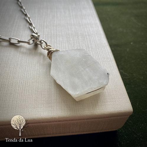 Colar Amuleto com Pedra da Lua Bruta
