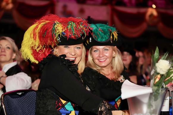 Karneval Damengruppe 2.jpg