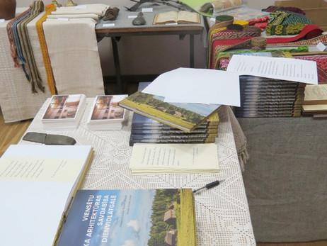 """Grāmatas """"Viensētu koka arhitektūras savdabība Dienvidlatgalē"""" atklāšanas svētki"""