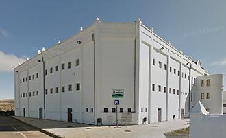 Exterior del Pabellón Municipal de Teguise donde se practica badminton