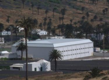 Exterior del Pabellón Municipal de Haría donde se practica el badminton