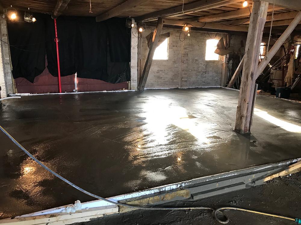 Det nye betongulv med indlagt varme