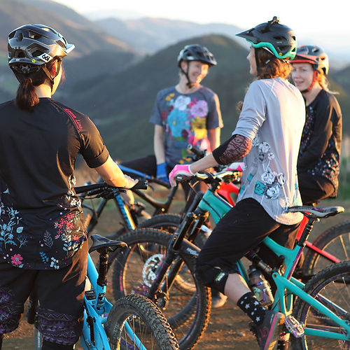 loose line lady train MTB nelson NZ.jpg