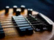 Detalhe da guitarra baixo elétrico