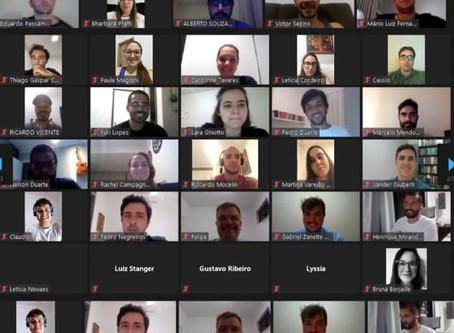 """Associados participam de estudo do livro """"Steve Jobs"""""""