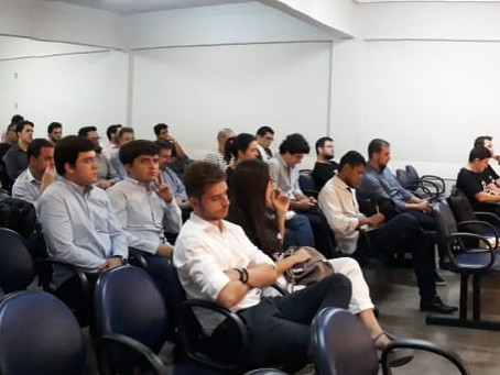 Roberto Rachewsky realiza palestra no Instituto