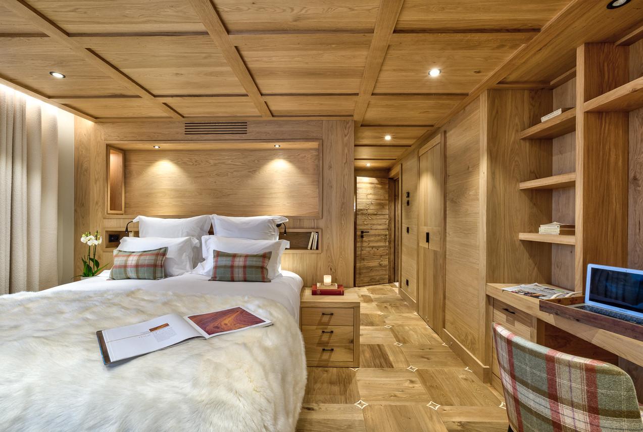 luxury_chalet_saphir_suite_oakfloor.jpeg