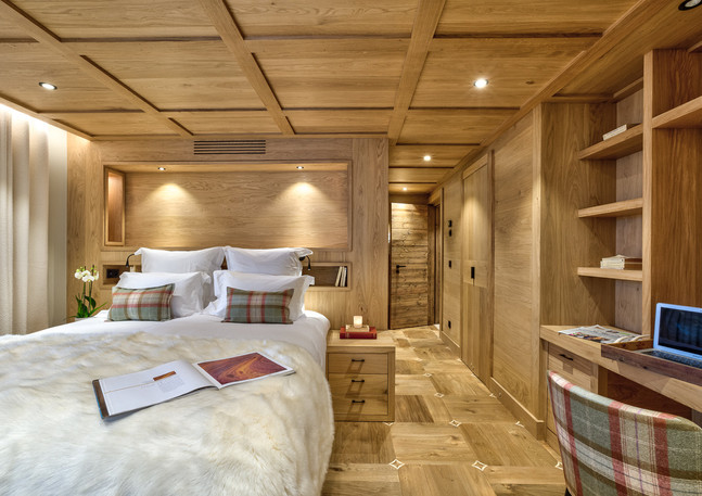 luxury_chalet_saphir_suite_oakfloor.jpeg