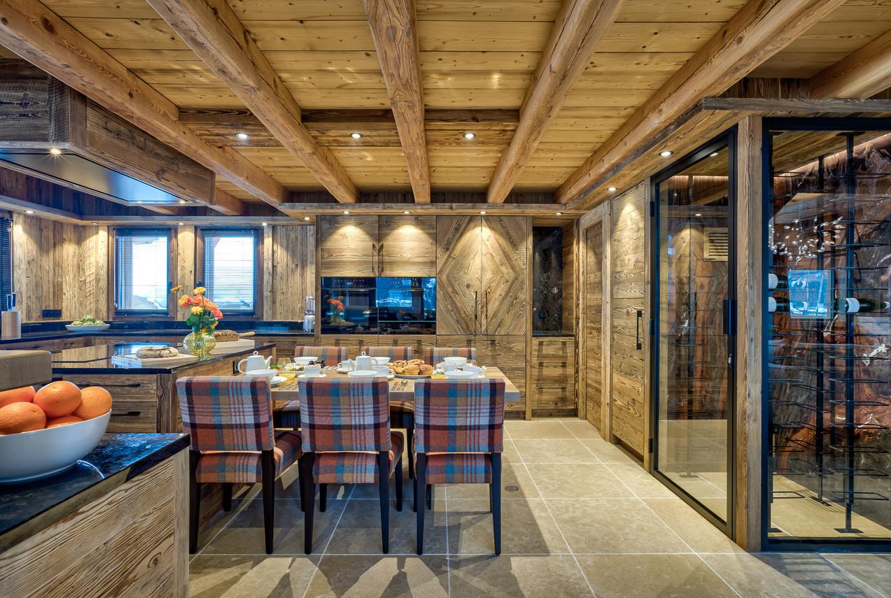 luxury_chalet_saphir_kitchen_breakfastar