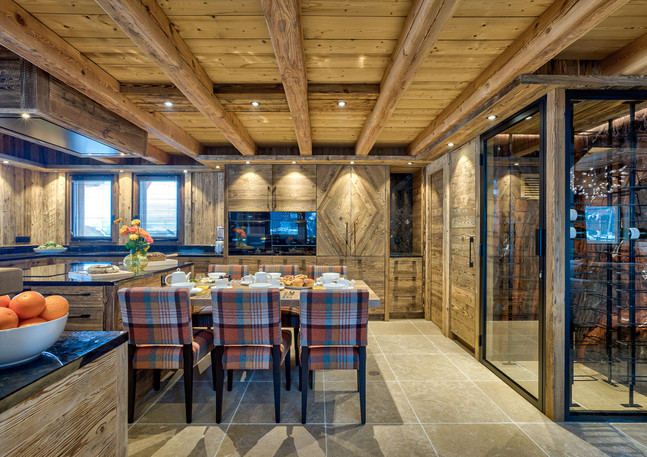 luxury_chalet_saphir_kitchen_breakfastar