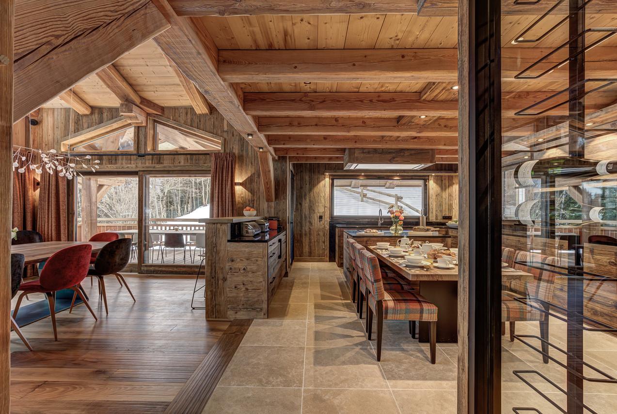 luxury_chalet_saphir_daytime_kitchen_din