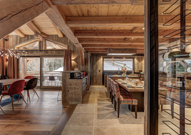 luxury_chalet_saphir_daytime_kitchen_din