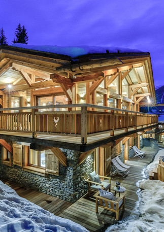 luxury_chalet_saphir_evening_outside_hot