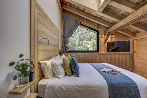 _ajp7149and8more2019-12-outdoor-chalet-sun.jpg