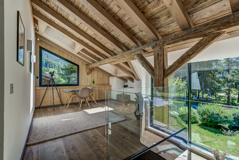 _ajp6717and8more2019-12-outdoor-chalet-sun.jpg