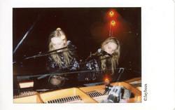 Sœurs au piano