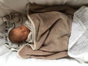 Es gibt dank der Lullababy Federwiege nun auch endlos viele Bilder auf denen Trixi zuckersüß total entspannt schlummert