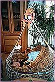 Dreimonatskoliken: Auf Empfehlung unserer Hebamme bestellten wir dann eine Lullababy Federwiege. Für unseren Sohn hat das wirklich Entspannung und Linderung gebracht.