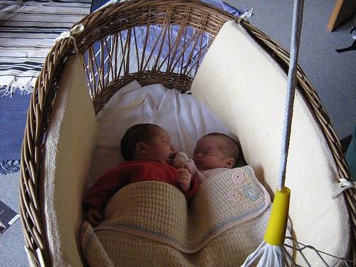 Lullababy® Federwiegen sind die ideale Hilfe für Babys, Schreibabys, Frühchen und Zwillinge!