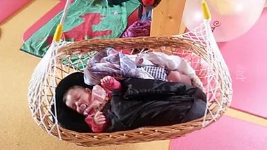 Lullababy® Ferderwiege im Einsatz: Ein Erfahrungsbericht von Hebamme Vera Luft.
