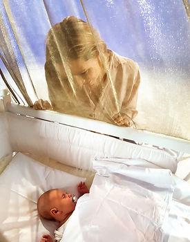 Goldkind - Baby im Bett mit Mama.jpg