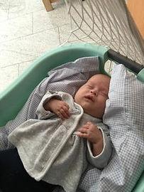 Der sanfte Lulla-BabyMove beruhigt Babys in Sekunden und lässt sie sanft und angstfrei einschlafen. Lullababy® Federwiegen lassen Babys träumen und Eltern schlafen. Federlänge ca. 25cm, schwingt bis 25kg
