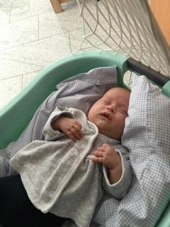 Der sanfte Lulla-BabyMove der Lulllabay Therapeuticall Baby Movement Federwiege withe beruhigt Babys in Sekunden und lässt sie sanft und angstfrei einschlafen. Lullababy® Federwiege lassen Babys träumen und Eltern schlafen. Federlänge ca. 25cm, schwingt bis 25kg
