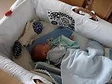 Für Eltern würde ich die Lullababy Federwiege unbedingt weiterempfehlen und zwar von Geburt an. Denn nicht nur, daß er bekanntermaßen den Gleichgewichtssinn fördert, sondern auch die motorische Entwicklung positiv beeinflusst.