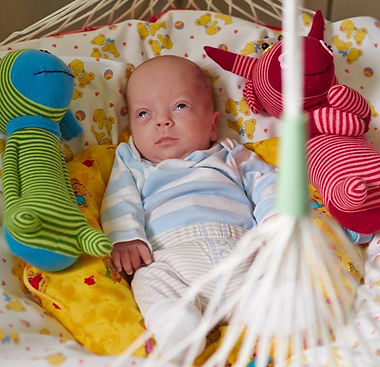Tom-im-Lullababy-Baby-Move-Federwiege-in-der-Bonner-Kinderheilklinik