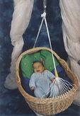HebammeLena Schwarz über die Lullababy Federwiege: Ich lasse Elternpaaren leihweise die Lullababy Federwiege zukommen und stelle das Lullababy auch in meinen Säuglingspflegekursen und Geburtsvorbereitungskursen vor.